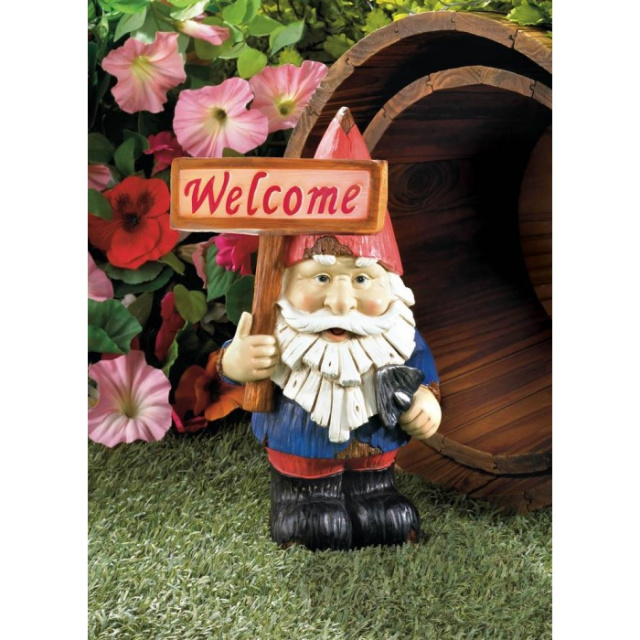 Welcome Gnome Solar Statue